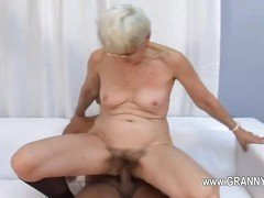 Old nerdy granny slammed between her hairy pussy lips