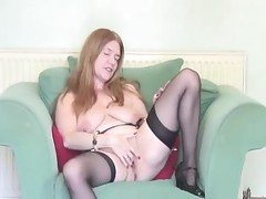MILF Mommy Masturbating Solo